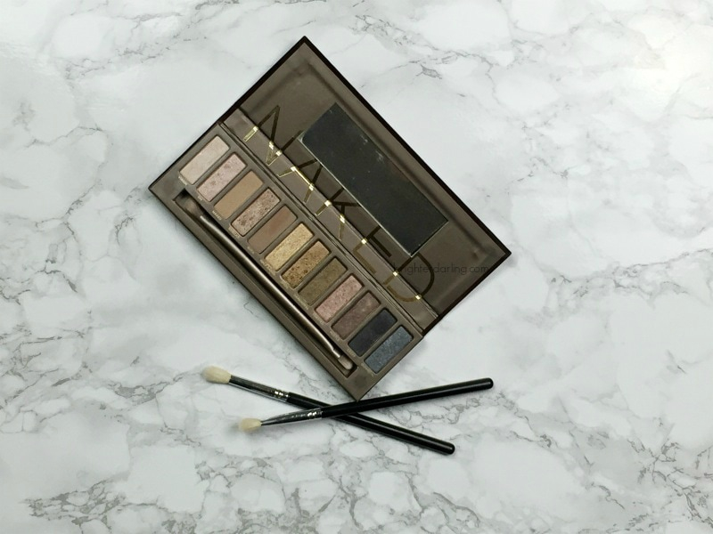 5 easy Urban Decay Naked Palette looks for everyday and a more grown up look on brighterdarling.com (PS. you only need 2 brushes!)