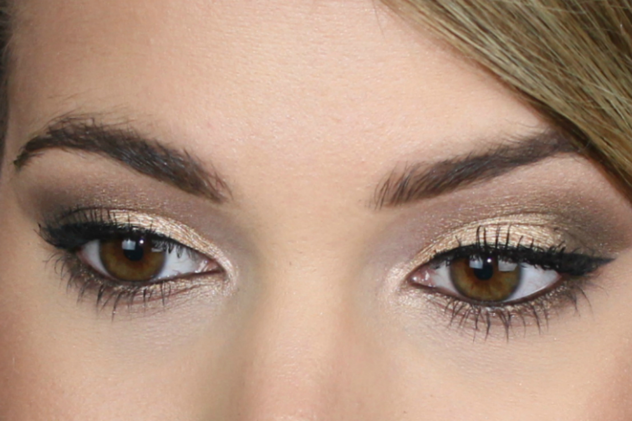 Easy Urban Decay Naked Looks Using Two Brushes on Brighterdarling.com