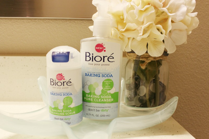 How To Deep Clean Pores Using Biore Baking Soda Cleansing Scrub and Cleanser - great for combination skin. Full review on Brighterdarling.com