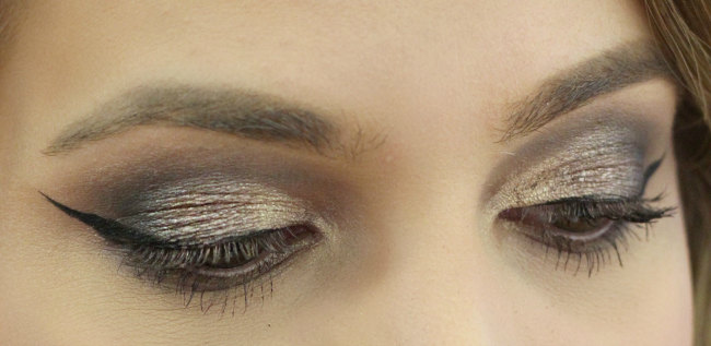 Close Up of Smokey Gold and Dark Brown Eye Makeup at Cos Bar The Woodlands