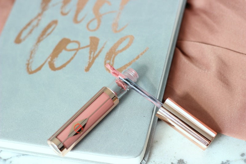 Charlotte Tilbury Hollywood Lips Rising Star Review | Hollywood Lips Crescent Shaped Applicator Close Up