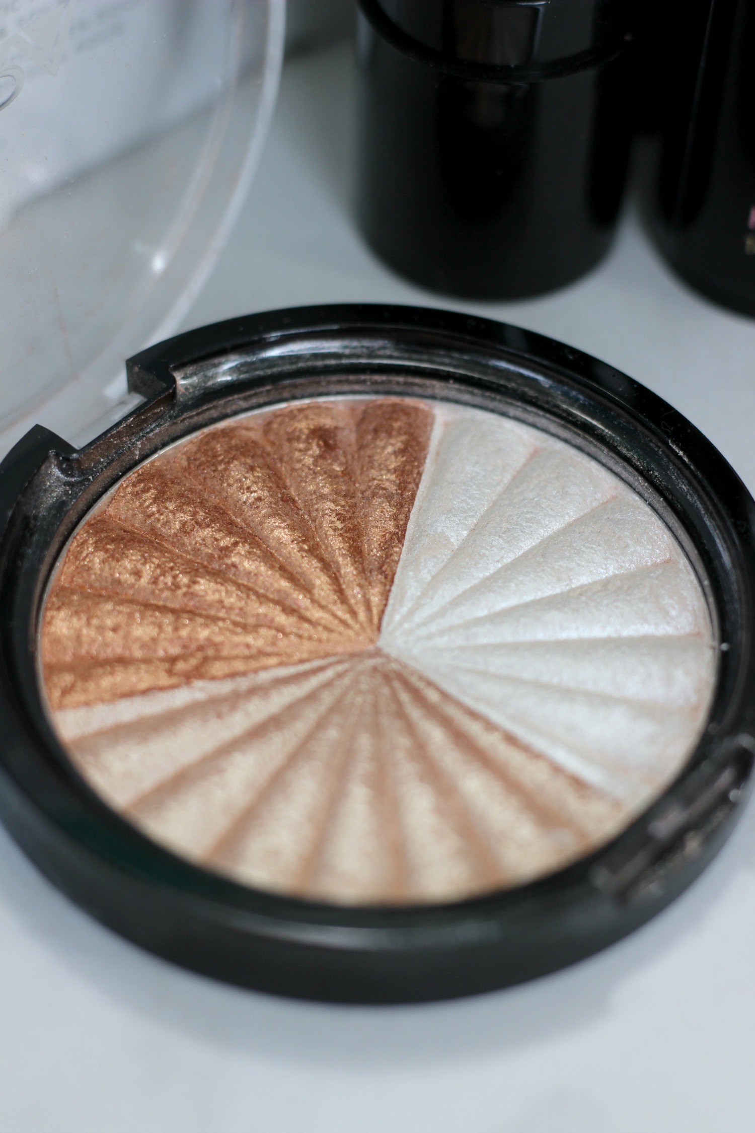 Favorite Products Glowing Skin OFRA Highlighter Everglow Close Up