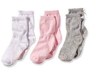 robeez baby socks | newborn must haves to keep you sane