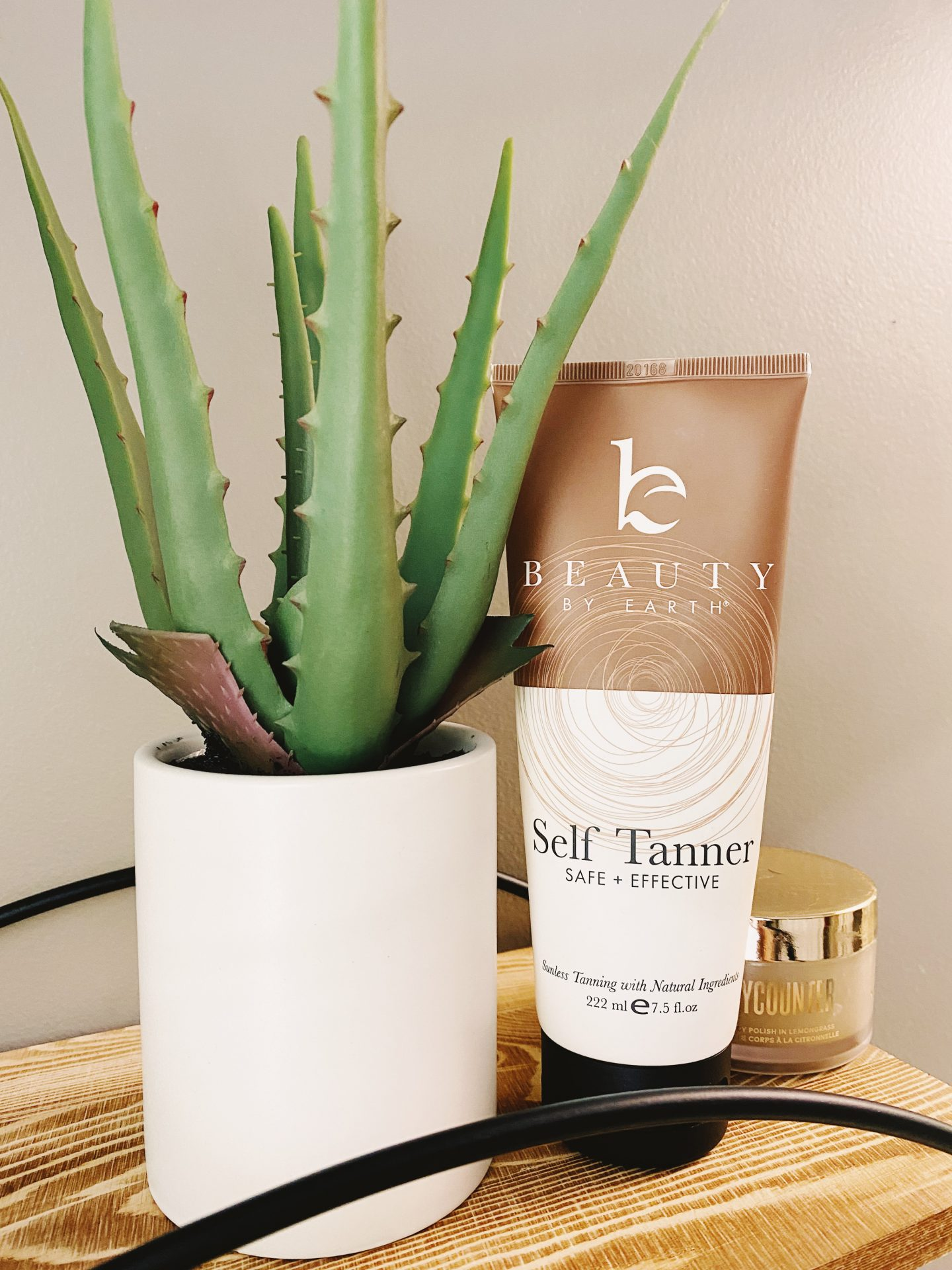 My favorite Clean Living Products | Best Nontoxic Clean Self Tanner for Natural Tan | Beauty By Earth Self Tanner